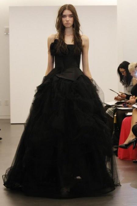Say yes to the dress!!!  Mam is het het raar als ik later een zwarte jurk zou willen als ik ooit ga trouwen?  Nee schatje ik denk zeker te weten dat je prachtig zal zijn!