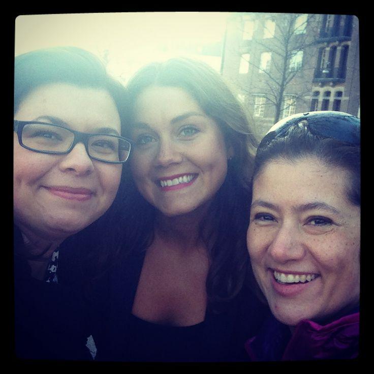 Edit Künstlicher, Mariela Valencia Vogel and photographer Juliana Wiklund on the job in Stockholm, Sweden @Juliana Wiklund