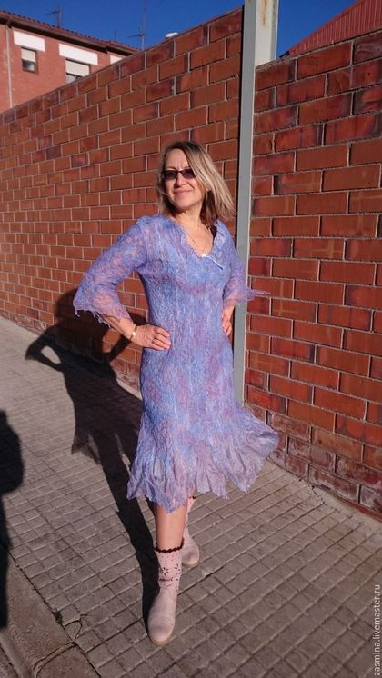 Купить или заказать Платье шелковое валяное 'Гортензия' в интернет-магазине на Ярмарке Мастеров. Продано! Платье из большого количества шелка, окрашенного вручную и совсем немного шерсти меринос. Нунофелтинг. Тонкое, пластичное, очень комфортное. Сделано на заказ, мне великовато. Цвет сиренево-голубой. Авторская работа. Единственный экземпляр. Точное повторение невозможно. Могу сделать в таком стиле, и в другом цвете.