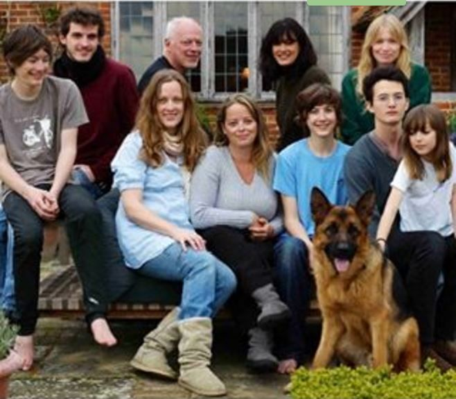 David Gilmour Polly Samson,Alice,ClaraSara,Matt, Joe,Gabriel,Romany & Khan le chien :-)