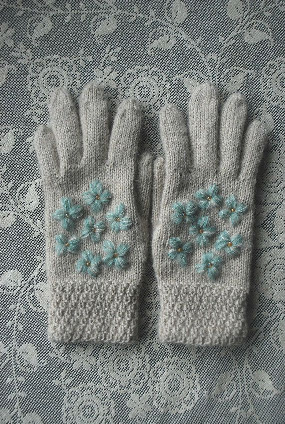 Light beige gloves with blue flowers by UNDIIN on Etsy
