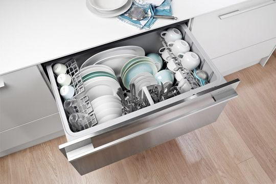 [CasaGiardino]  ♡  Drawer dishwasher...all I would need on a daily basis.  (green lower white upper cabinets bhg)  Yes, let's go for some colour!
