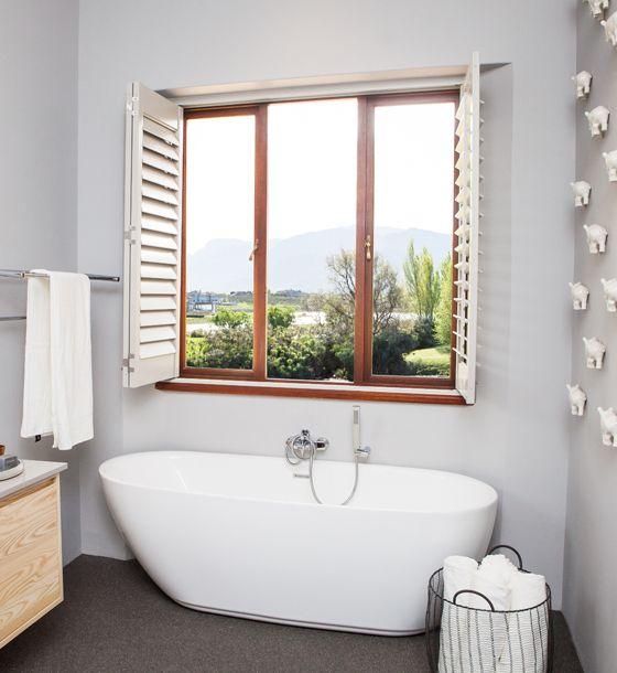 Bathtub with a view of the mountains. Bliss! #Bathroom #Bathtub #Rhino #Decor #Decorating #Floors