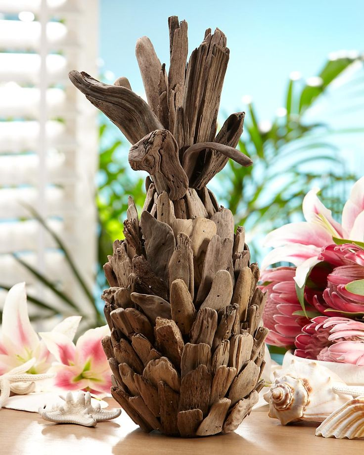 Driftwood pineapple - very cool from Tommy Bahama I must say ;) wonder if I could make one!!