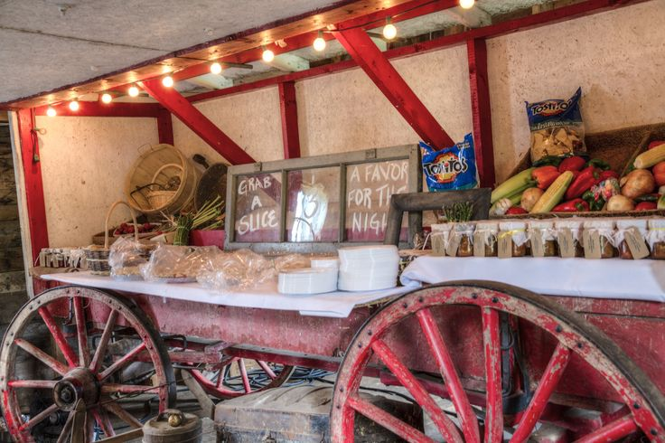 Wagon/favor table/pie station