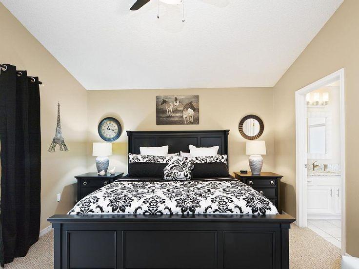 Voici la deuxième chambre King de la maison de vacances à Orlando, «Imagination Villa».  Cette propriété est tout simplement fabuleuse !  Contactez-nous au plus vite pour passer des vacances de rêves dans cette superbe propriété qui se situe à Orlando, à 5 minutes des parcs de Disney World.  http://www.vrbo.com/680101