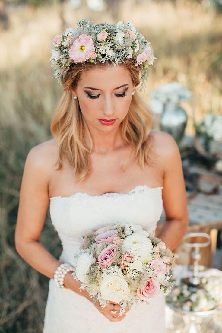 • Fotó: Pinewood Weddings, pinewoodweddings.com • Helyszín: Hangár Bistro, 1037 Budapest, Hármashatárhegyi út 3. Tel.: +36 70 227 1322, www.hangarbistro.hu • Smink: Kustos Orsolya Amanda, +36 20 533 8196 • Haj: Kiss Szilvia Hairstylist, www.kissszilvia.hu • Menyasszonyi ruha: Shery Szalon – Metzger Andrea, www.shery.hu • Menyasszony cipője: Heels/Baldowski, www.budapestbaldowski.hu • Vőlegény ruhája és kiegészítői: Lord Men's Fashion, www.lordfashion.hu • Dekor és dekortárgyak: HART Wedd