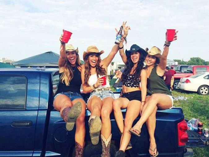 8 People You Will Find At A Concert Tailgate