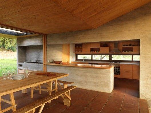 Casa La Campana / Alejandro Dumay + Francisco Vergara . Image © Mauricio FuertesKUHINJA + LETNA KUHINJA