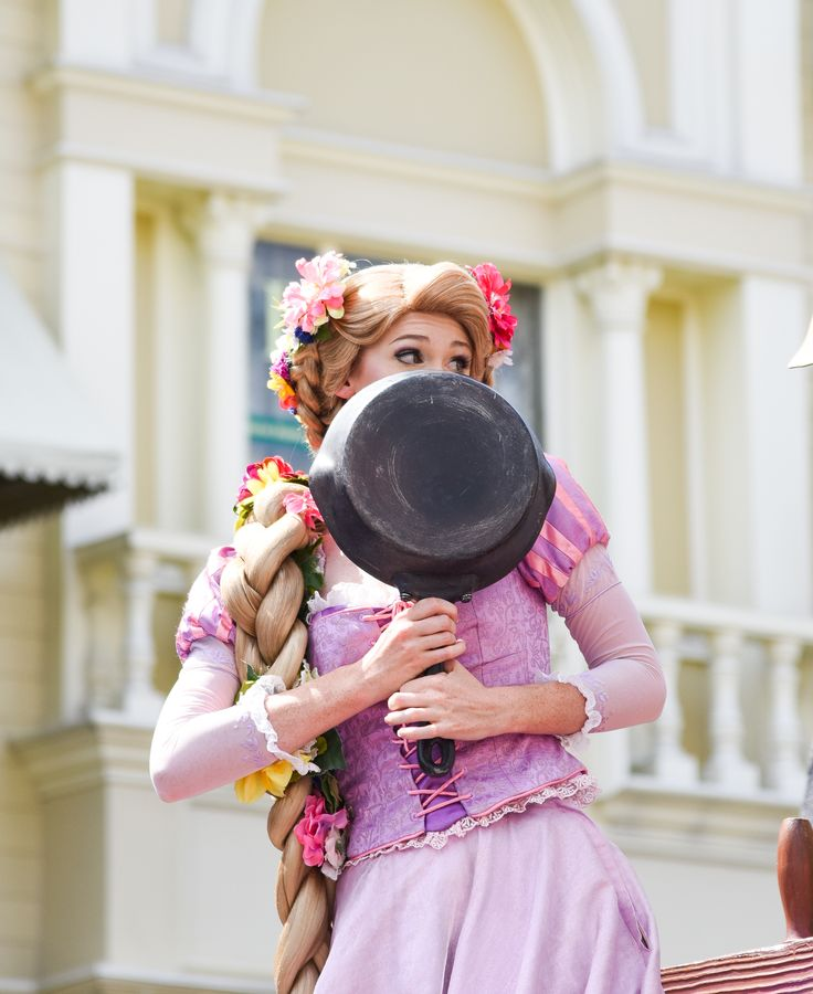 Rapunzel in the Festival of Fantasy Parade at the Walt Disney World Resort. Meg & Her Camera Photograhy (instagram @disneyworlddust)