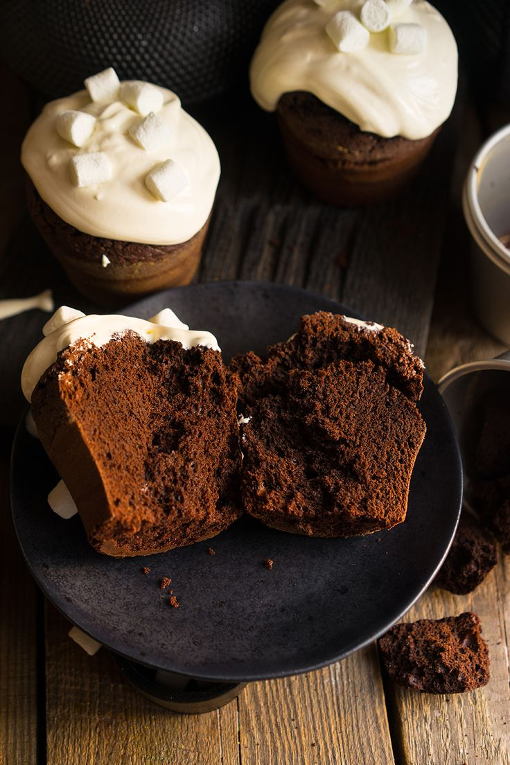 Лучшее из двух миров: брауни и шоколадный кекс Самое важное Вся правда о какао и шоколаде Другая шоколадная выпечка Банановый хлеб, лучший Шоколадная история с сюрпризом Печенье брауни, да ещё и с ореховым кремом — БОМБА! Торт Тёмный Ларри, вызывает самые тёмные желания… Пончики из духовки Маффины с бананом То, после чего никогда не станешь...