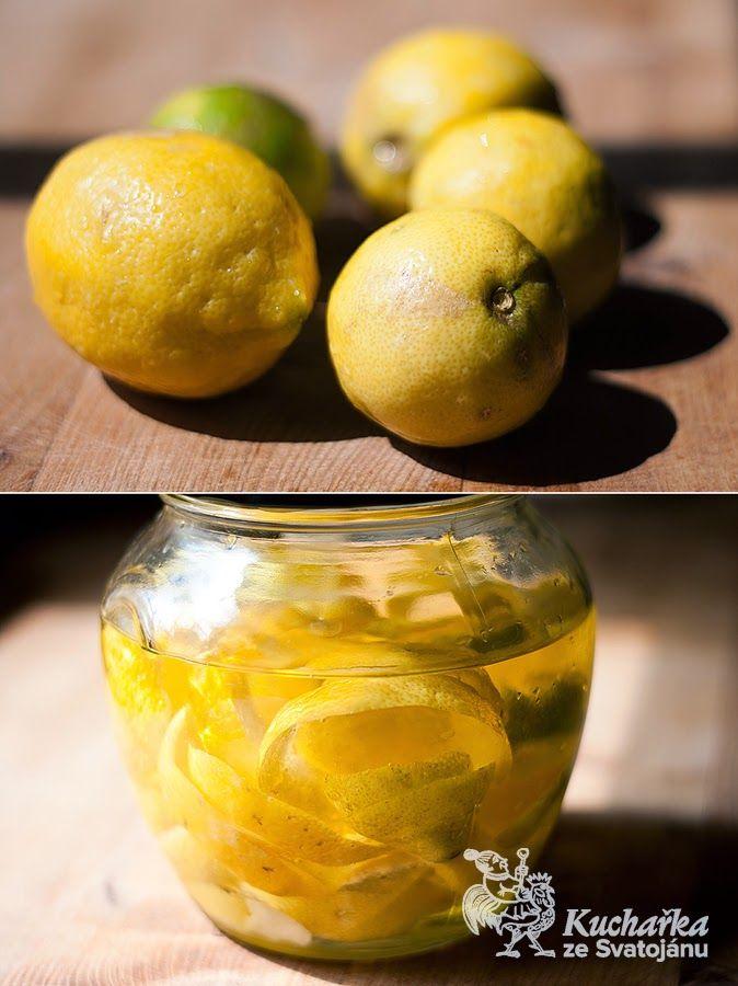 Kdysi byl ke koupi citrónový olej Estermann, ale už se nejspíš nevyrábí. Oblíbila jsem si ho jako voňavou ingredienci do moučníků, tak jsem ...