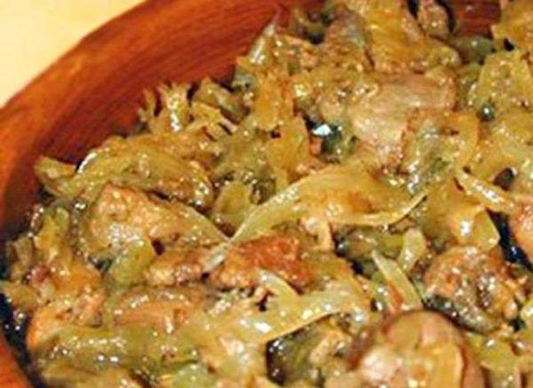 Вкуснейший бигос из свежей капусты с мясом. Только от одного вида захлебнешься слюной! http://optim1stka.ru/2017/11/09/vkusnejshij-bigos-iz-svezhej-kapusty-s-myasom-tolko-ot-odnogo-vida-zahlebneshsya-slyunoj/