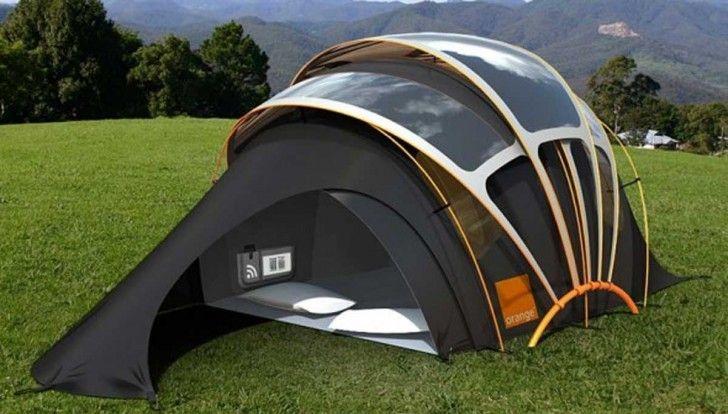 �?r du rädd för att tälta? Här är tälten som tillverkar ljus, värme, el och internet.