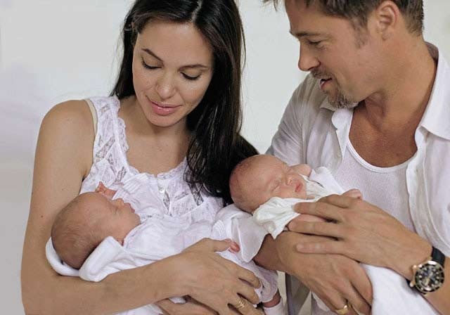 Sigh...Baby Photographers, Lifestyle Newborns Photography, Pics Ideas, Brad Pitt And Angelina Jolie, Families Pics, Celebrities Baby, Angelina Jolie Twin, Brangelina, Jolie Pitt