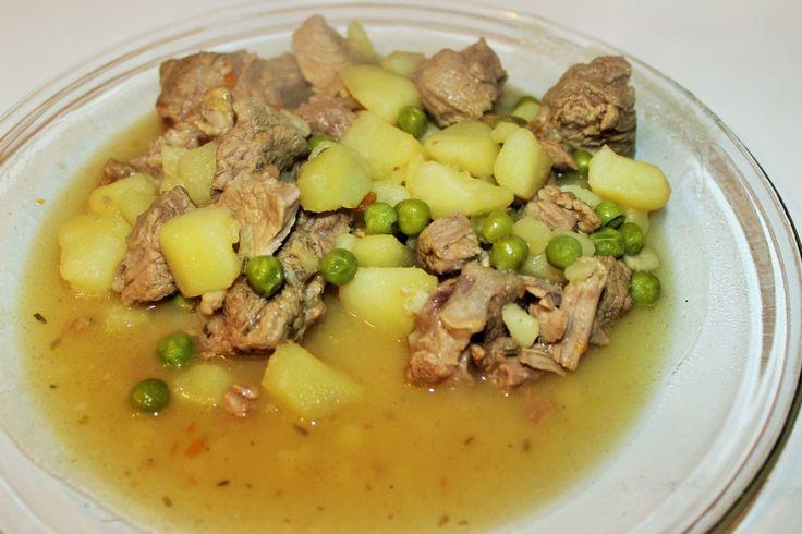 Spezzatino di agnello e capretto con patate e piselli