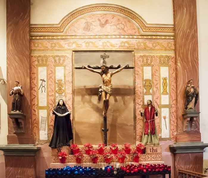 Altare della Chiesa della Missione Buenaventura in California.