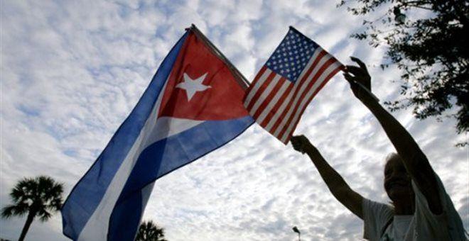ΗΠΑ και Κούβα αποκαθιστούν πλήρως τις διπλωματικές τους σχέσεις