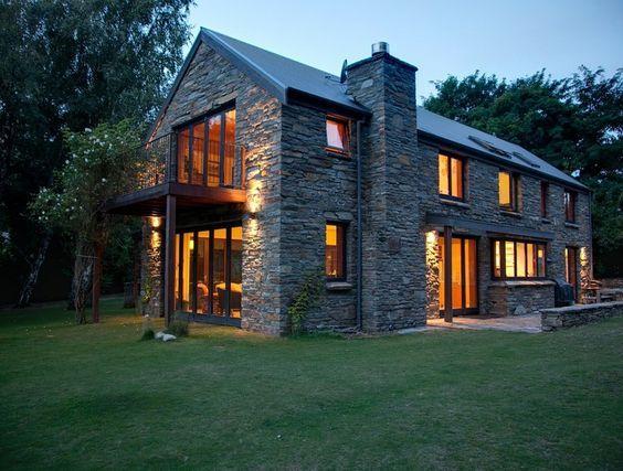 grange r nov e sur 2 tages avec larges baies vitr es architecture maison grange longere. Black Bedroom Furniture Sets. Home Design Ideas