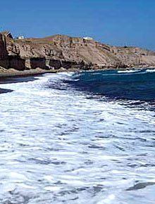 Κανακάρη Beach είναι το όνομά του από τον ιδιοκτήτη του εγκαταλελειμμένου εργοστασίου τοματοπολτού.