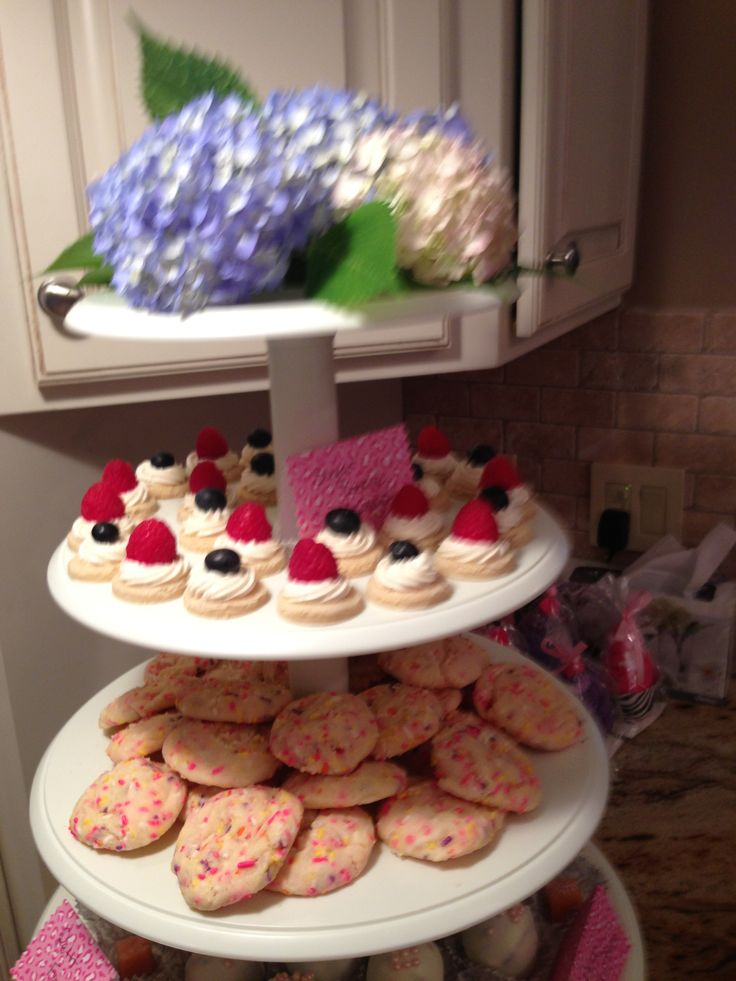 Sugar cookie canapés and cake batter cookies