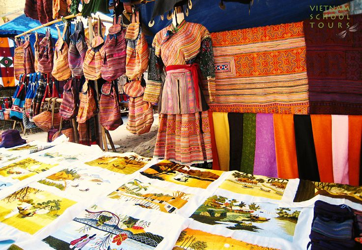 There are so many things you can buy here #Sapa #souvernue #cloth #market