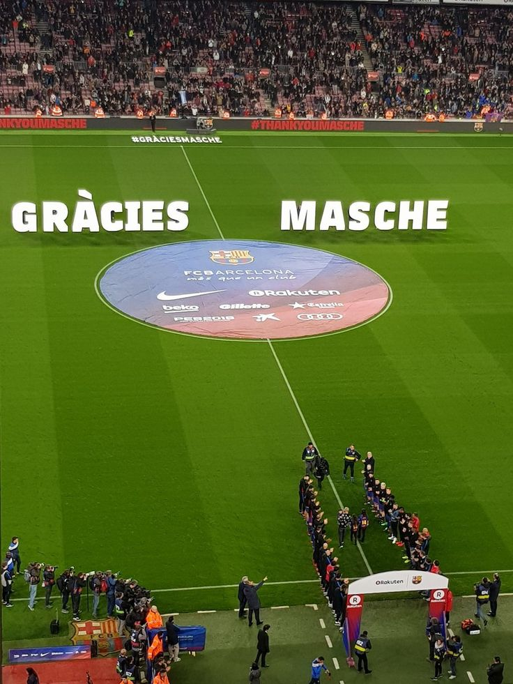 "sashapique: """" For the last time Barcelona players give Javier Mascherano a guard of honour as he comes out with his kids to rapturous applause from Camp Nou. "" """