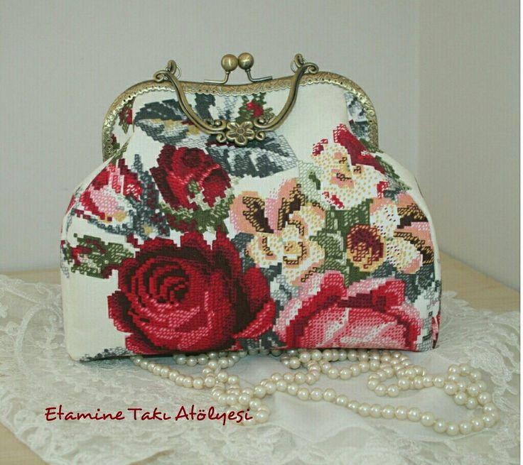 Kumaş Güllü Handmade Çanta 👜https://www.instagram.com/etaminetakiatolyesi/ #kumaşçanta #vintagebag  #handmadebag #handicraftbag