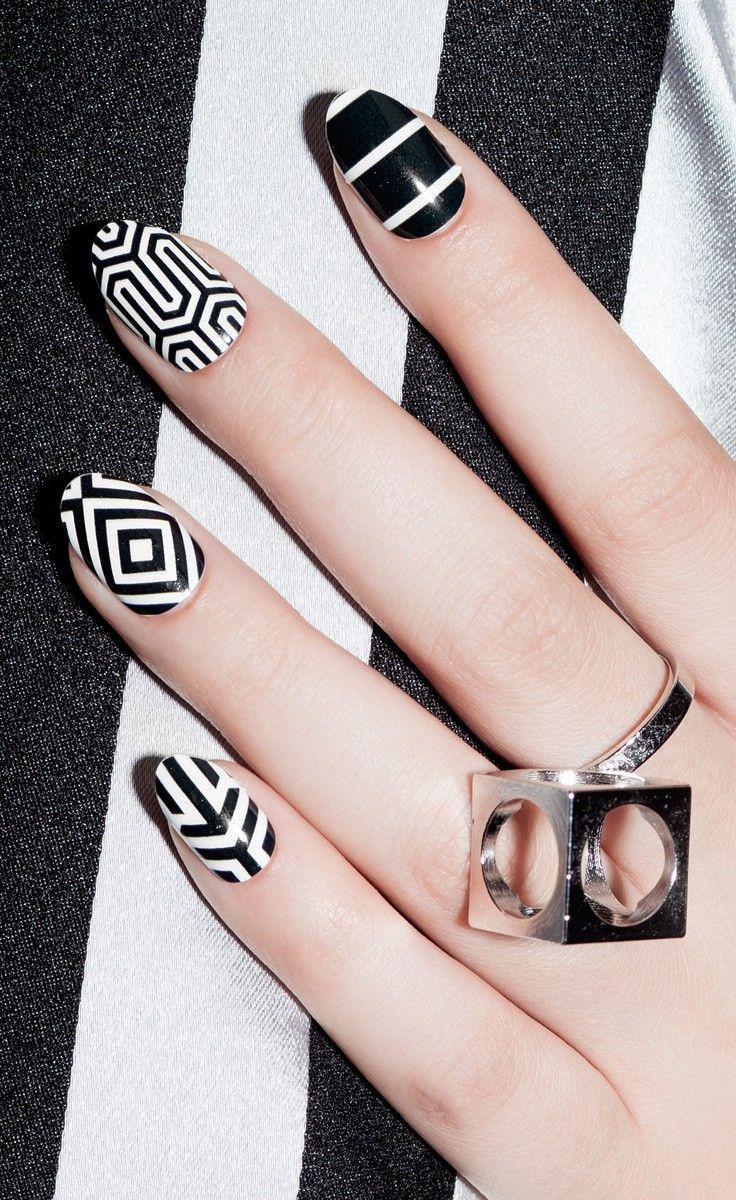 Graphic geo nails
