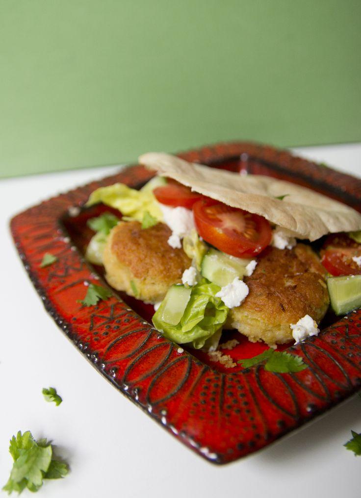 Opphaveleg er falafel arabisk mat, men er også veldig populært blant israelarar. Ideen om å ha falafel i pitabrød kjem frå jemenittiske jødiske immigrantar i Israel og gjorde det mykje lettare å ta lage falafel til fast food. No har…