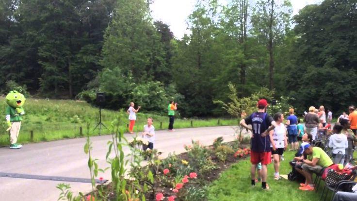 Der 2. Zoo-Berglauf im Zoo Wuppertal fand auch in diesem Jahr wieder bei bestem Wetter statt. neben Bambini- und  Schülerläufen fanden wieder die Staffelläufe statt. Neu war in diesem Jahr ein Einzelcrosslauf mir über 100 Höhenmetern. #Zoo #Wuppertal #Zoolauf #Zooberglauf #Laufsport #Laufen #Joggen #AOK #Jolinchen # Staffel #Staffellauf #Crosslauf #Bambini #Schüler #Bambinilauf #Schülerlauf https://www.youtube.com/watch?v=Ia628yT20z4&list=PLjZ-bCJOPkY9J6bstPgdXNnGjSyKomBiL