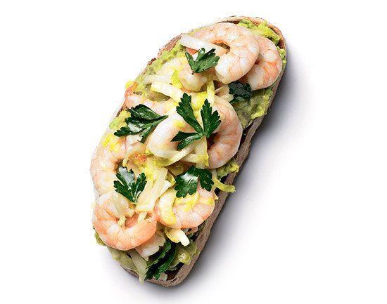 Перед тобой 10 рецептов бутербродов с оригинальными начинками, которые помогут решить некоторые проблемы: похудеть, вернуть коже сияние, запастись энергией. Такой перекус вполне может быть безопасен для фигуры!
