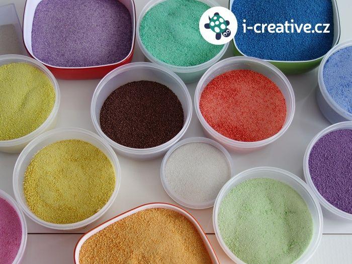 Vyrobte si sami doma podle návodu krok za krokem barevné písky k nejrůznějším kreativním aktivitám. Vyzkoušejte kreslení do písku, malování obrázků pískem, vysypávání mandal, vytváření pískových obrázků pomocí razítek nebo vysypávání vitrážových sklíček. Barevné pískohraní je nesmírně…