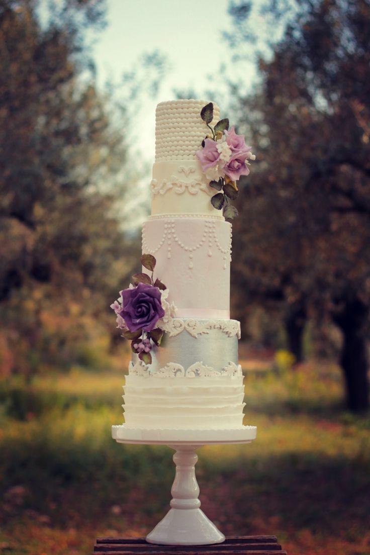 Classic british wedding cake  #cake #weddingcake #ledouxcollage #fondant #vintagewedding #sugarflower #sugarcraft  Contact Us ledouxcollage@gmail.com www.facebook.com/ledouxcollage