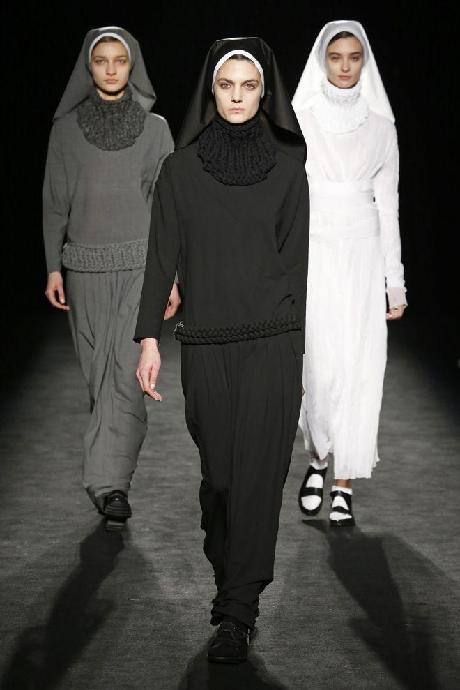Las monjas se suben a la pasarela 080 Barcelona Fashion Week | Txell Miras