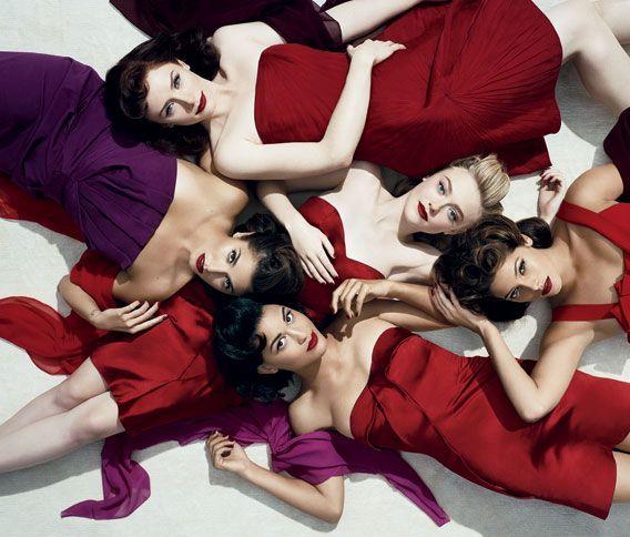 Women of twilight eclipse: Vanities Fair, Dakota Fans, The Woman, Wedding Colors, Bridesmaid Photos, Group Poses, Twilight Saga, Group Pictures, Vanityfair