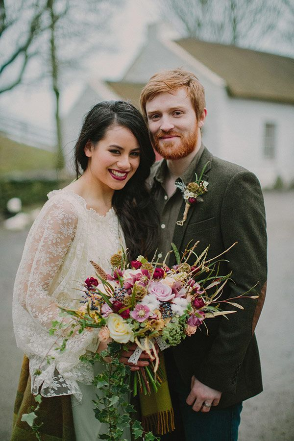Do you want to know how to plan a folk style wedding? Looking for diy folk wedding ideas? Start here to plan the wedding of your dreams.