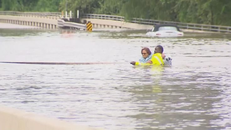Dramatic rescues are happening throughout the Houston area. Radar shows no end in sight to the rain from Tropical Storm Harvey, which made landfall as a Category 4 hurricane over the weekend. While thousands of people have been brought to safety by emergency crews since the storm came ashore,... - #Citizens, #Dramatic, #Floo, #Houston, #News, #Ordinary, #Step