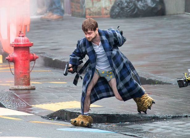 Daniel Radcliffe Gets Trigger Happy On The Set Of New Movie Guns Akimbo Harry Potter Curses Daniel Radcliffe Daniel Radcliffe Funny
