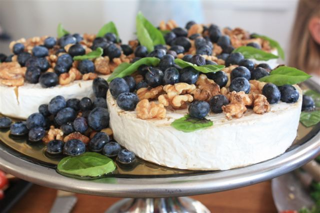 This is one our favourites to make at Casa Miranda. Brie soaked in honey and topped with walnuts, blueberries, and mint leaves from the garden, better than any sweat desert - I promise!