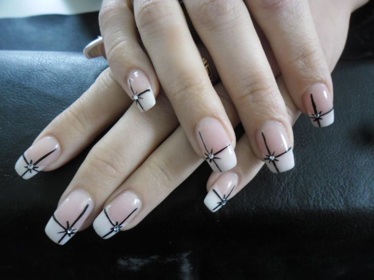 Acrylnagels French Manicure voorzien van Nail-art