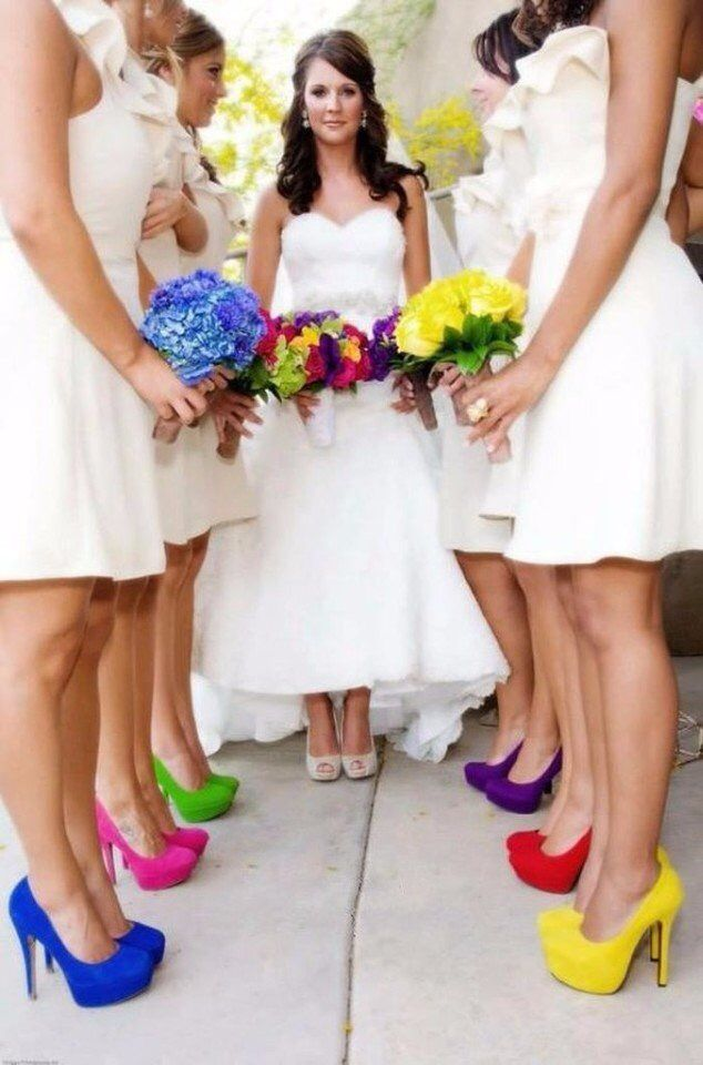 дея для наряда подружек невесты - разноцветные туфли и букеты! 👍