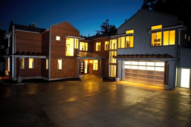 Northwest Contemporary. Award winner designed by Designs Northwest & Built by RGN Construction
