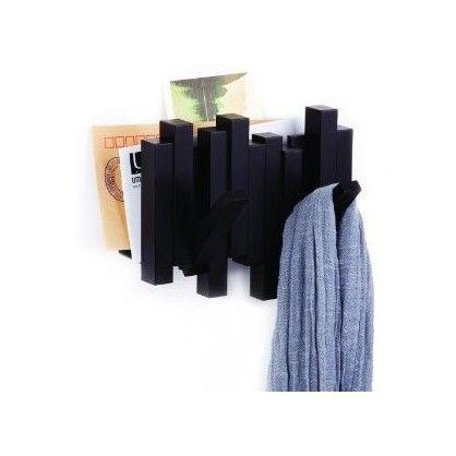 Bardzo praktyczny i użyteczny wieszak firmy Umbra to idealne połączenie wieszka na ubranie ze schowkiem który znajdzie swoje zastosowanie w każdym przedpokoju.