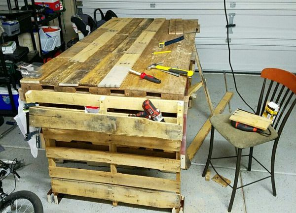 bo garage need a space for tools ideas - 16 best images about Pallet counter workbenchworkshop