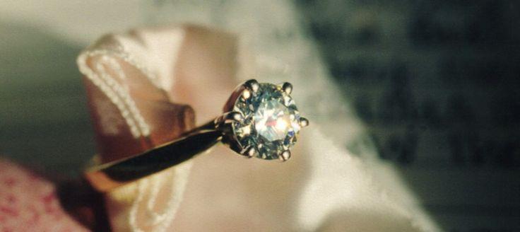 Brit si kúpil lacnú bižutériu, v skutočnosti nosil 30 rokov na prste diamant