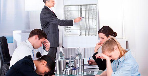 Ao invés de reuniões chatas, utilize a organização e a produtividade para motivar funcionários.