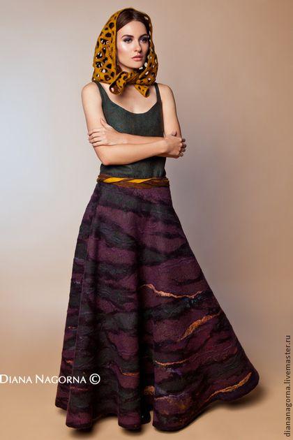 Купить или заказать Юбка из мериносовой шерсти и шёлка ' Дриада' в интернет-магазине на Ярмарке Мастеров. Красивая длинная юбка , из тончайшей мериносовой шерсти и и шёлка . Тёплая и лёгкая, незаменима в холодную пору, когда необходимо одеться тепло и при этом выглядеть красиво . Ручная работа . Сделана в технике горячего валяния из шерсти. Единственный экземпляр. По форме 3/4 солнца.