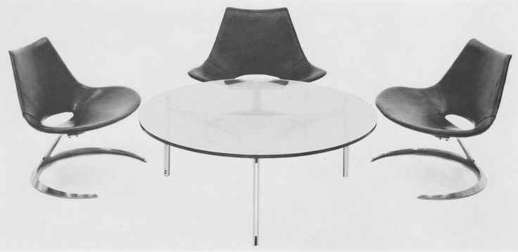 Scimitar table with its perfect companion, the Scimitar chairs