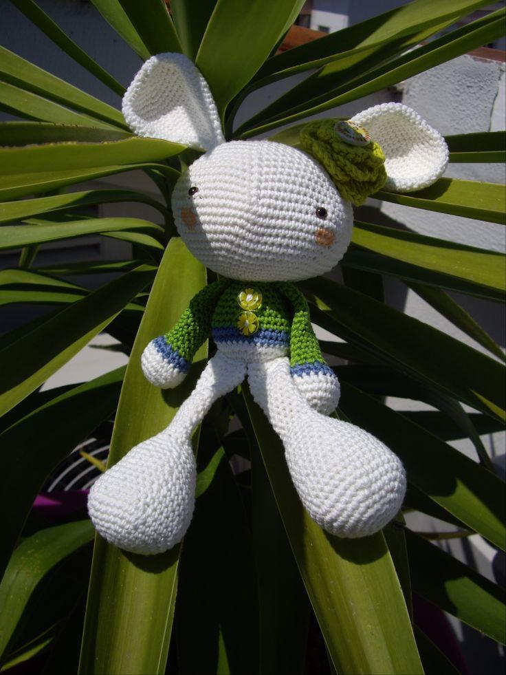 Mi conejo de la suerte http://patchincolors.wordpress.com/2012/06/05/un-conejo-muy-especial-a-very-special-rabbit/